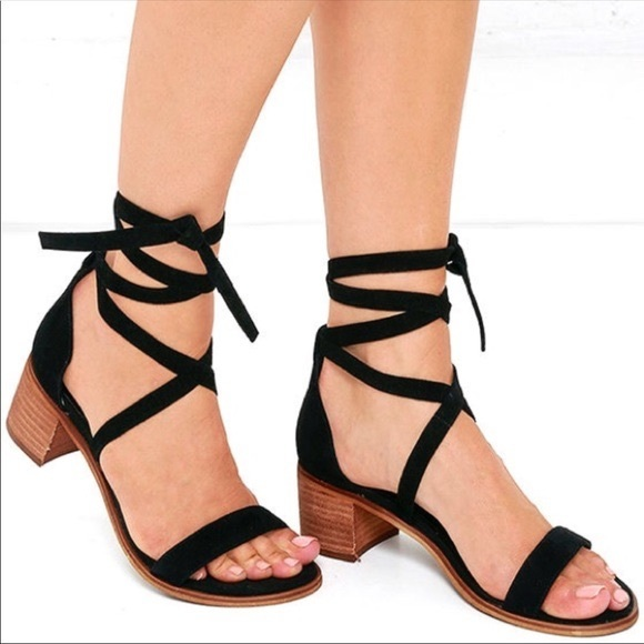 3f209d27e35 Steve Madden Rizza Lace Up Block Heel Sandals. M 5b4e8bbc1e2d2dec4918308b